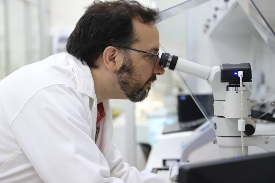 Dr. Jorge Parodi, de LaBCeMA,Universidad Mayor, sede Temuco. Foto: Universidad Mayor.