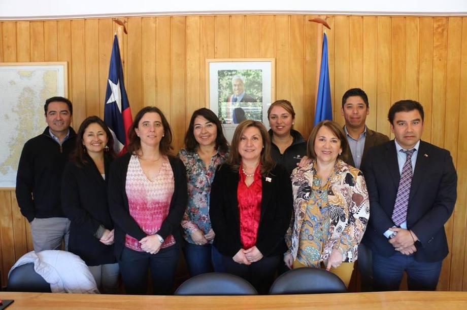 Autoridades de la región de Aysén y SalmonChile. Foto: SalmonChile.
