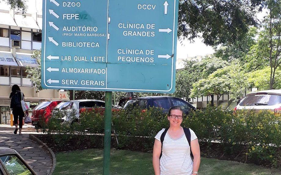 Rute Irgang prevé que su estancia de investigación en Brasil ayudará a generar soluciones para patógenos emergentes en la salmonicultura chilena. Foto: Centro Incar.