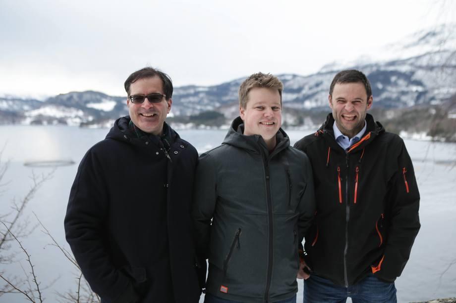 De izquierda a derecha: Karim Kurmaly (Veramaris), Mads Martinsen (Skretting), Erlend Haugarvoll (Lingalaks). Foto: Veramaris.