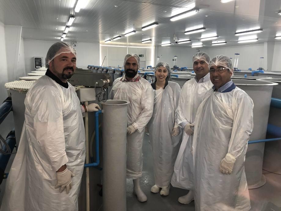 Ejecutivos de Ventisqueros, Salmones Camanchaca y Multiexport Foods conocieron recientemente el nuevo Centro Experimental Acuícola de Salmofood. Foto: Salmofood.