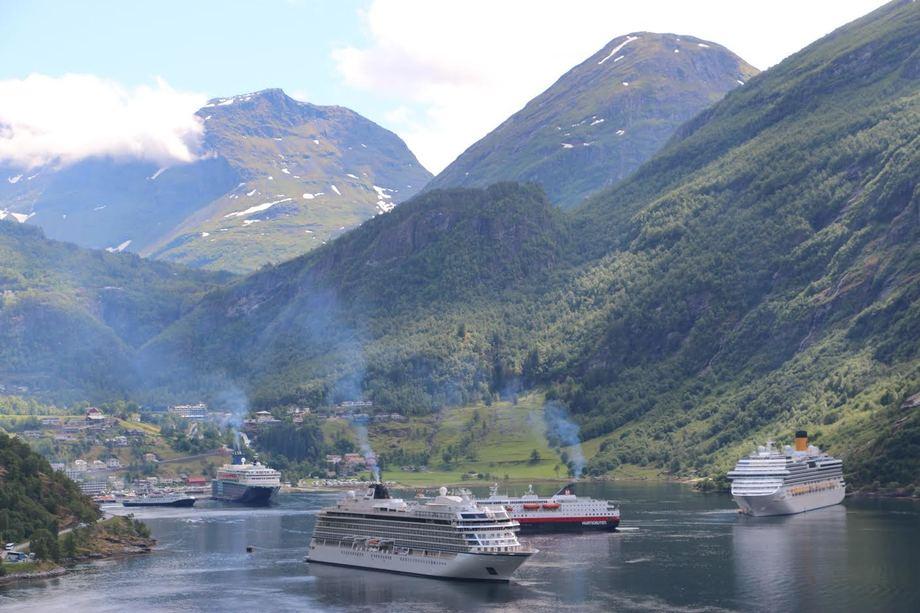 Geiranger har besøk av mange cruiseskip i løpet av en sesong