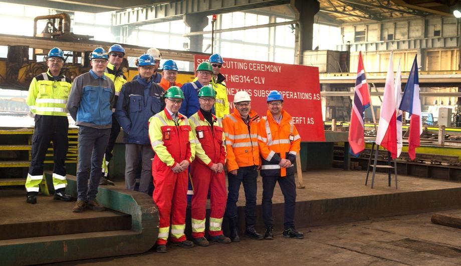 Representanter fra Ulstein, Crist og Nexans ved stålkuttingssermonien