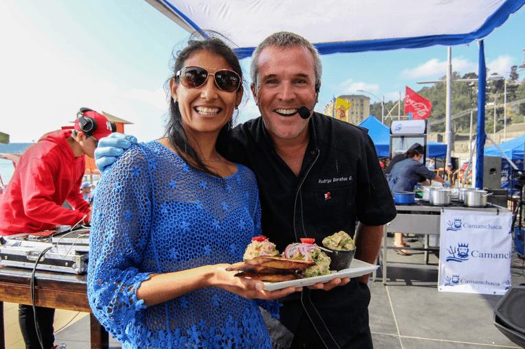 La figura principal de la actividad fue el chef Rodrigo Barañao. Foto: Salmones Camanchaca.