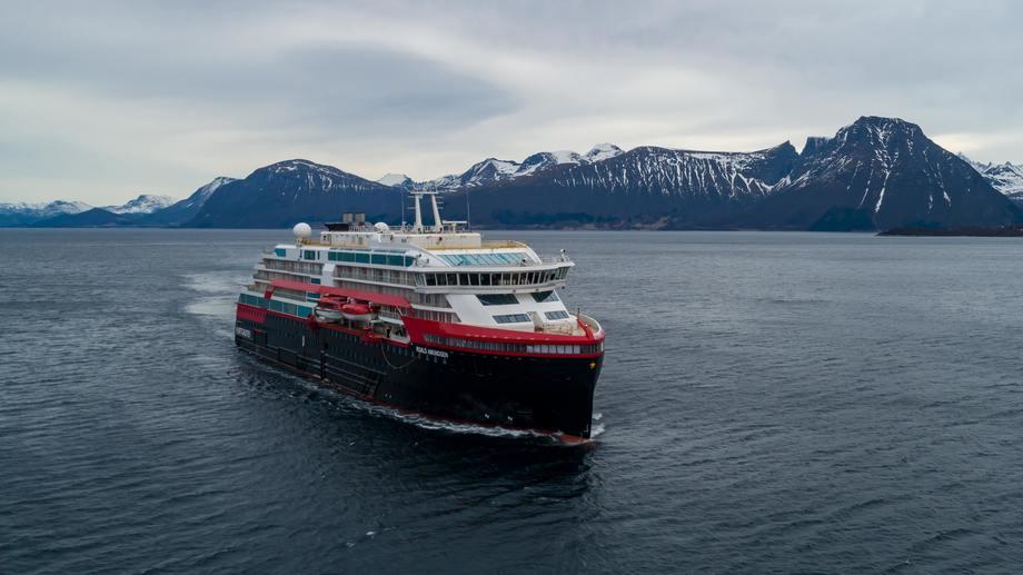 MS «Roald Amundsen» på prøvetur. Foto: TOR ERIK KVALSVIK/Kleven/Hurtigruten