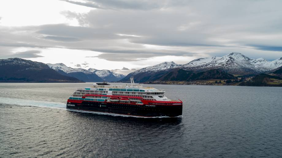 «Roald Amundsen» var på prøvetur denne helgen Foto: TOR ERIK KVALSVIK/Kleven/Hurtigruten
