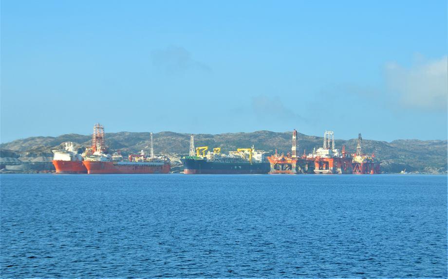 Arise skal etablere virksomheten i Gulen Industrihamn, Sogn og Fjordane. Havneområdet brukes i dag blant annet som opplagsplass for rigger. Foto: Gustav Erik Blaalid