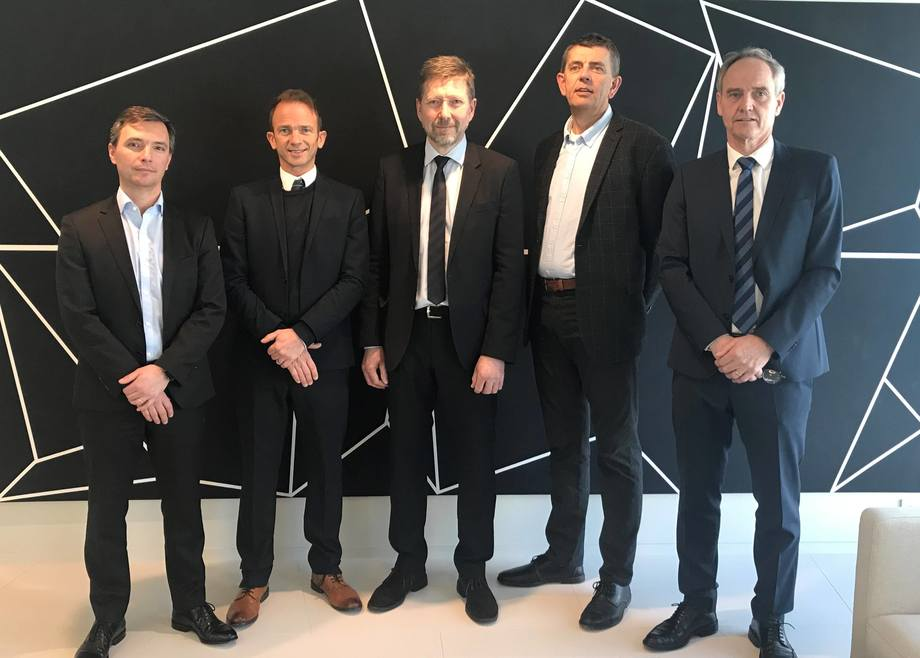 Fra venstre mot høyre: Pedro Silva (GM MSD AH Nordics), Dafydd Morris (GM AH Norway/Aqua), Jon Inge Erdal (Manager R&D&Regulatory Scanvacc AS), Lars Andreas Speilberg (Manager Technical Services Scanvacc AS), Ole Kristian Kaurstad, CEO Scanvacc AS). Foto: MSD