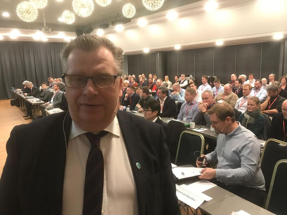- Regjeringen innfører nye miljøkrav for alle skip, sier statssekretær Atle Hamar i Klima- og miljødepartementet til Skipsrevyen. Foto Sigbjørn Larsen.