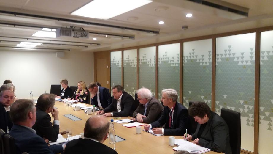 Fiskeriminister Harald T. Nesvik holdt onsdag møte hvor han orienterte om handelsavtaler og markedstilgang til flere land, og spesielt da Storbritannia og Brexit ble omtalt. Foto: Harrieth Lundberg / Kyst.no