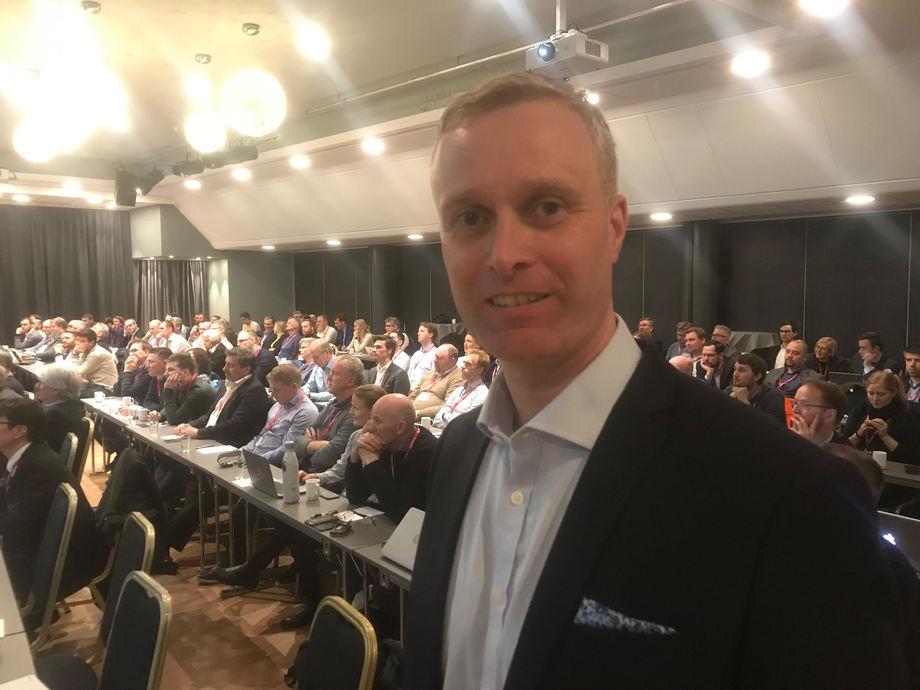 - Hybridiserte kranmotorer sparte 27 prosent energi, sier COO i Grieg Star Management Jan Øivind Svardal til Skipsrevyen. Foto: Sigbjørn Larsen.