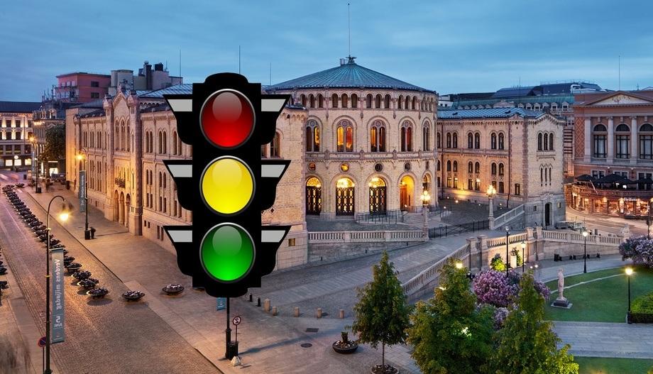 Fiskeriminister Harald T. Nesvik må svare i Stortinget om han vil ta initiativ til å hjelpe produksjonsområde 3 å få grønt lys. Stortinget med trafikklys. Foto av Stortinget: Stortinget.