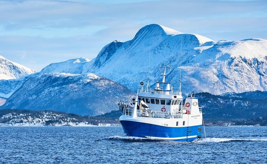 «Ragnhild Kristine» er allerede i full gang med fiske. Foto: Brunes Foto