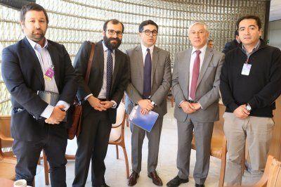 El senador por Aysén, David Sandoval, se reunió con representantes de SalmonChile y Subpesca. Foto: Senado de Chile.