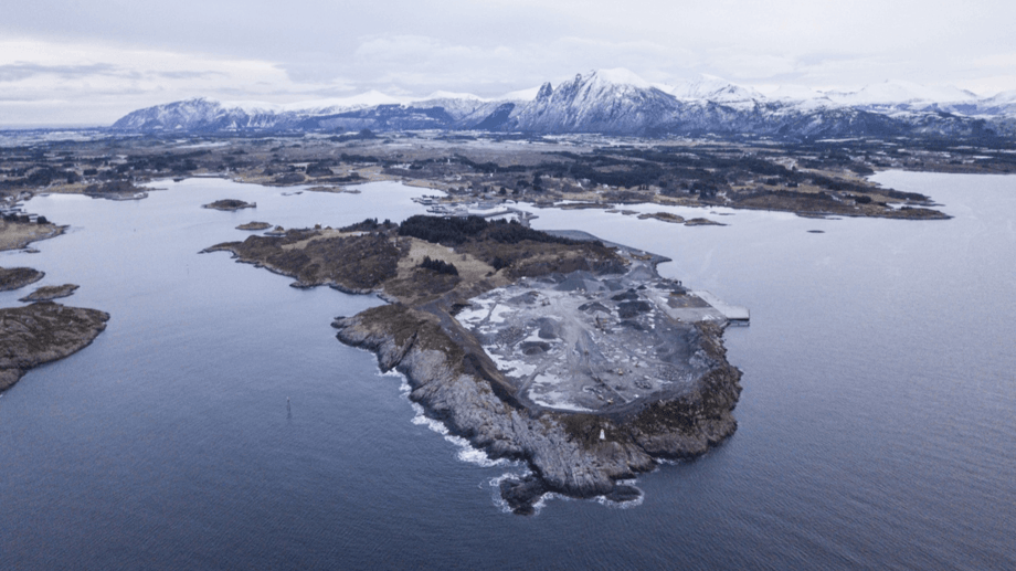 The former quarry at Indre Harøy has been bought from the local authority by Salmon Evolution.