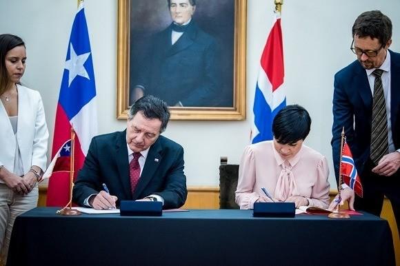 Los cancilleres de Chile y Noruega, Roberto Ampuero e Ine Eriksen Søreide. Foto: Ministerio de Relaciones Exteriores.