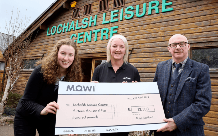From left: Lochalsh farm manager Kendal Hunter; Heather O'Neill, operational support, Mowi Scotland Feed Team (Kyleakin); Paul Wood, chairman of the Lochalsh Leisure Centre. Photo: Mowi Scotland.