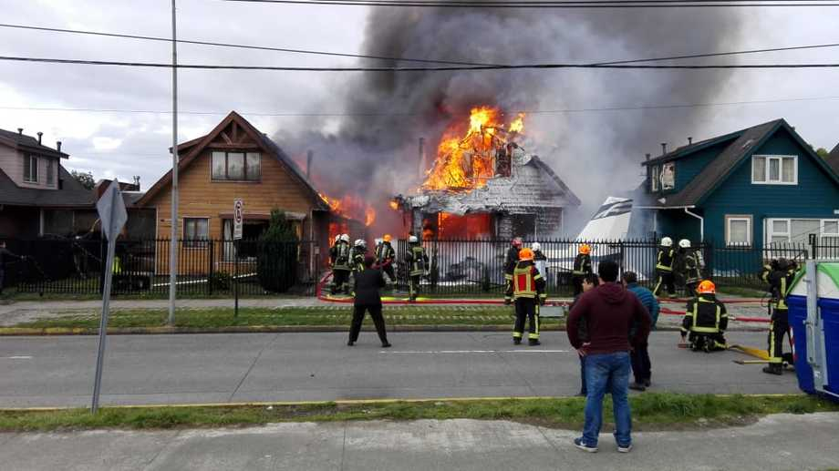 The fire after the fatal plane crash in Puerto Montt. Photo: soypuertomontt.cl.