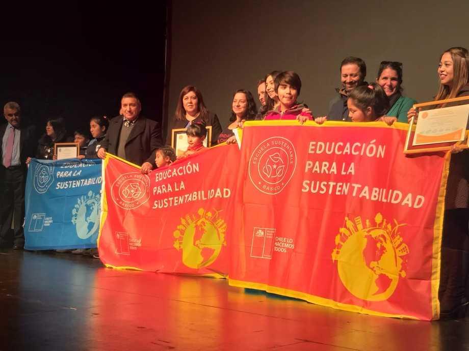 Ceremonia de certificación ambiental realizada en Castro, Chiloé. Foto: Universidad Austral.