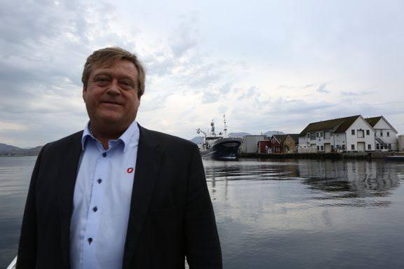 Fiskeriminister Harald T. Nesvik skal delta på strandrydding Foto: Nærings- og Fiskeridepartementet