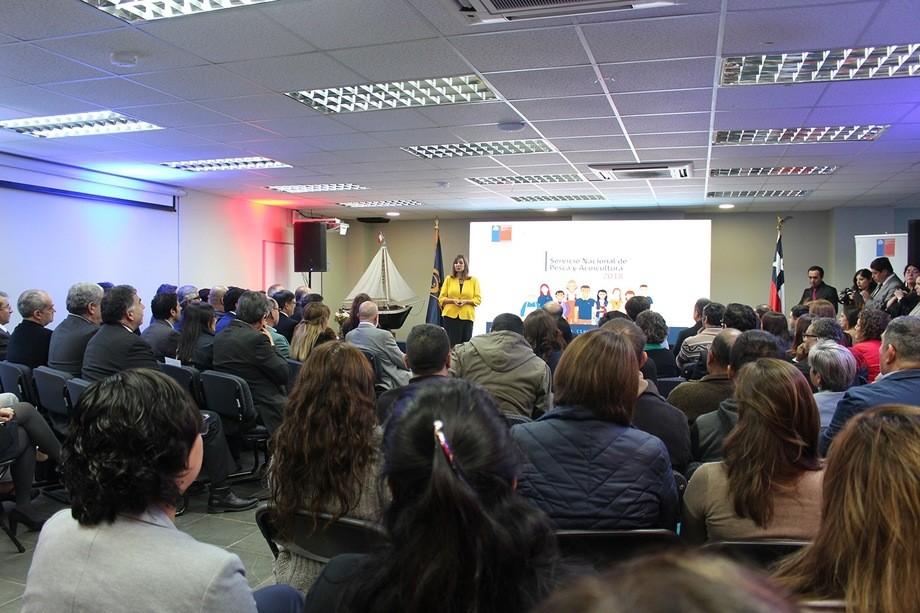 La directora nacional de Sernapesca, Alicia Gallardo, entregando su Cuenta Pública. Foto: Sernapesca.