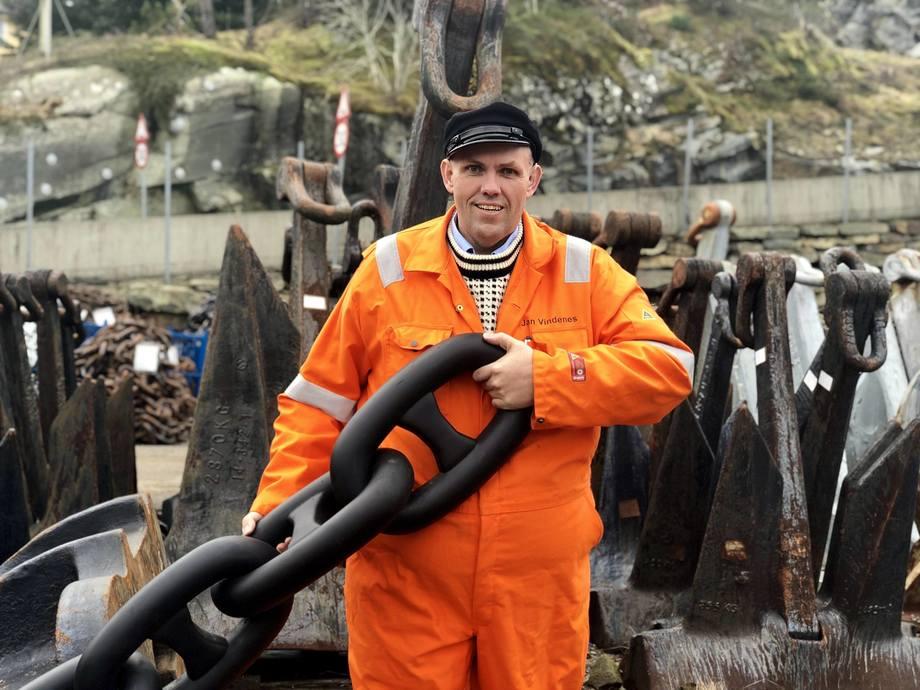 Gründer Jan Vindenes i Sotra Anchor & Chain forteller at oppdrettsbransjen i dag bestiller utstyr som tidligere var tilpasset offshore-industrien. . Foto: Nicolai Malmo