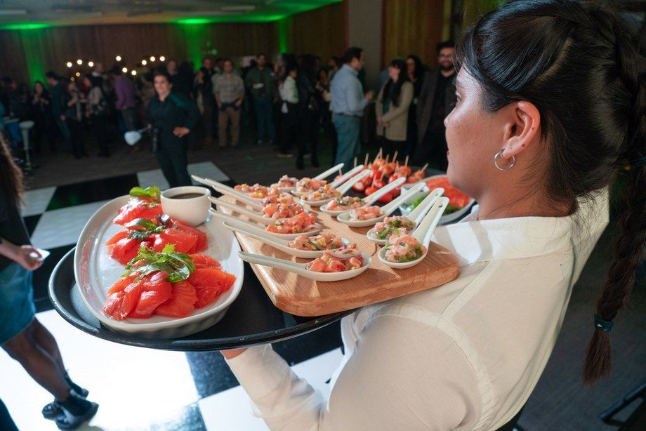 Participantes del evento pudieron disfrutar del salmón de las empresas con las que Cargill trabaja. Foto: Cargill.
