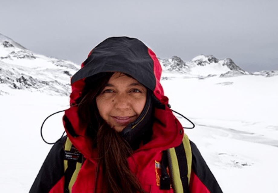 Tamara Contador, investigadora asociada a la Universidad de Magallanes y Coordinadora de Investigación del Programa de Conservación Biocultural Subantártica Parque Omora. Foto: Gonzalo Arriagada.