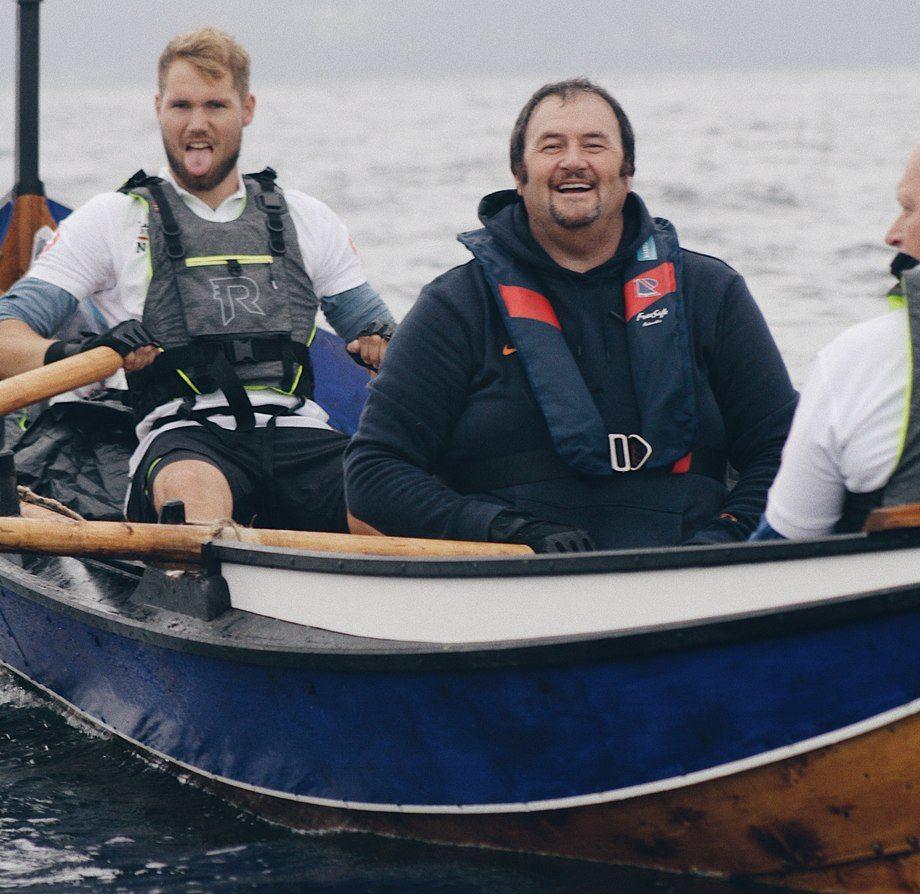 Robin Halsebakk og Petter Gunnarstein fra Sølvtrans AS rodde i fjor samme båt fra Nor-Fishing i Trondheim og hjem til Ålesund, til inntekt for Kreftforeningen. Sprekingene har meldt seg som roere denne gangen også, og blir med på mye av turen nordover. Foto: Privat