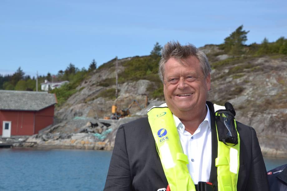 Harald T. Nesvik på besøk hos Eide Fjordbruk. Foto: Margarita Savinova.