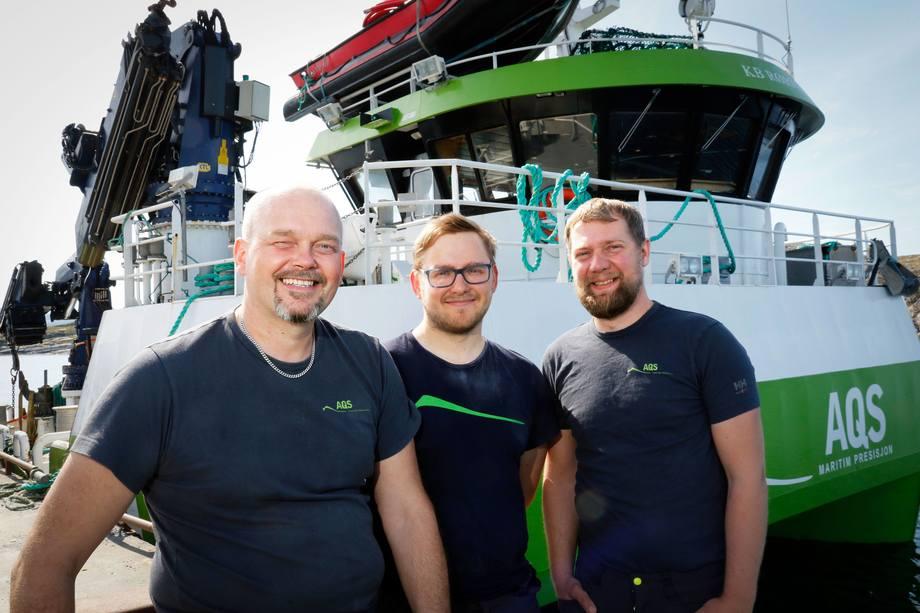 Mannskapet på KB Rørvik har vært med på prosessen for å få AQS godkjent. Fra venstre: Skipsfører Børre Skjevelnes, Robin Tranås og Odd-Are Martinsen.