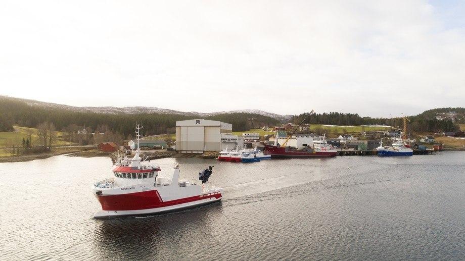 «Godfisken» forlater verftet på Kolvereid. Foto: Fo2rger