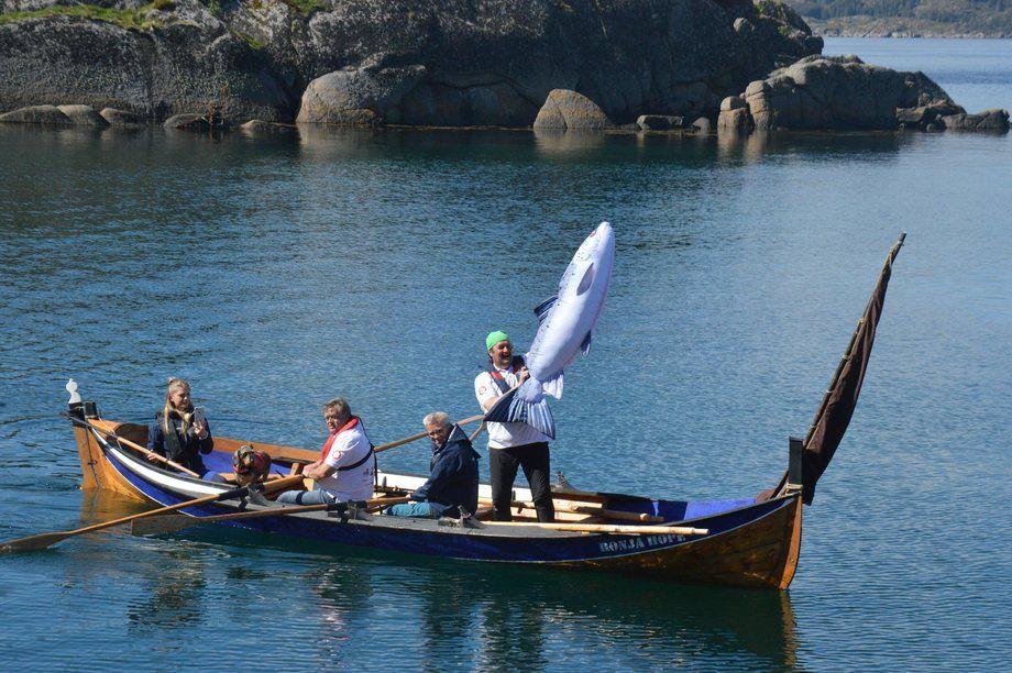 Karen Kristine Østerhus, fiskeriminister Harald Nesvik, Jim-Roger Nordly og Petter Gunnarstein ankommer Mortsund og Europharma sitt Lofotseminar. Foto: Ole Andreas Drønen.
