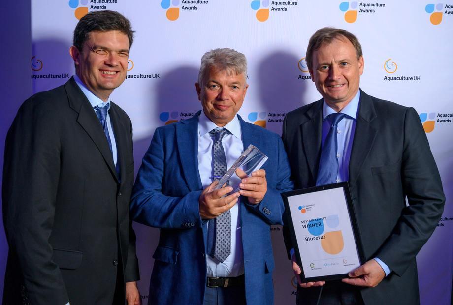 Fra venstre: Sustainability Manager I Cargill David Robb, CEO i Bioretur Steinar Wasmuth og styreleder i Bioretur Tore Hofstad. Foto: Phil Wilkinson