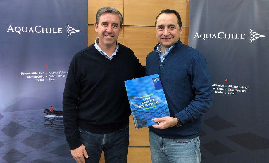 Gerente general de AquaChile, Sady Delgado y Eduardo Hagedorn, gerente general de BioMar Chile. Foto: Biomar Chile.