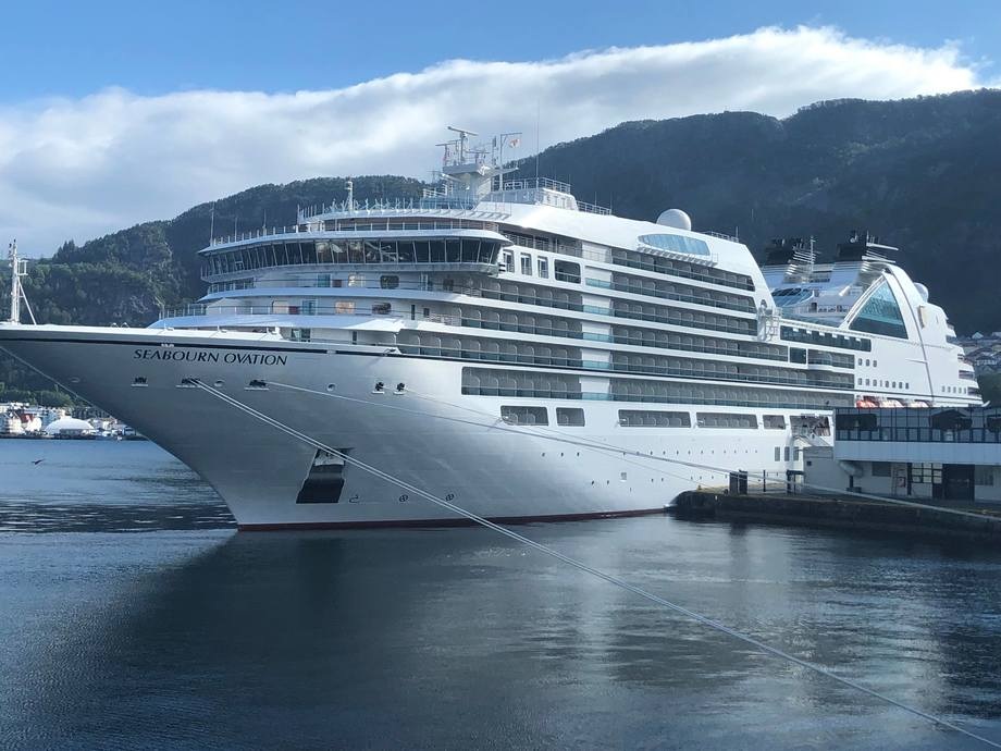 Cruiseskipet «Seabourn Ovation» på besøk i Norges største cruisehavn, Bergen. Foto: Helge Martin Markussen