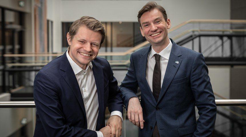 Peter Christian Frølich og Henrik Asheim, stortingsrepresentanter for Høyre gir hard medfart til egen regjeringen i podkasten «Stortingsrestauranten». Foto: Hans Kristian Thorbjørnsen