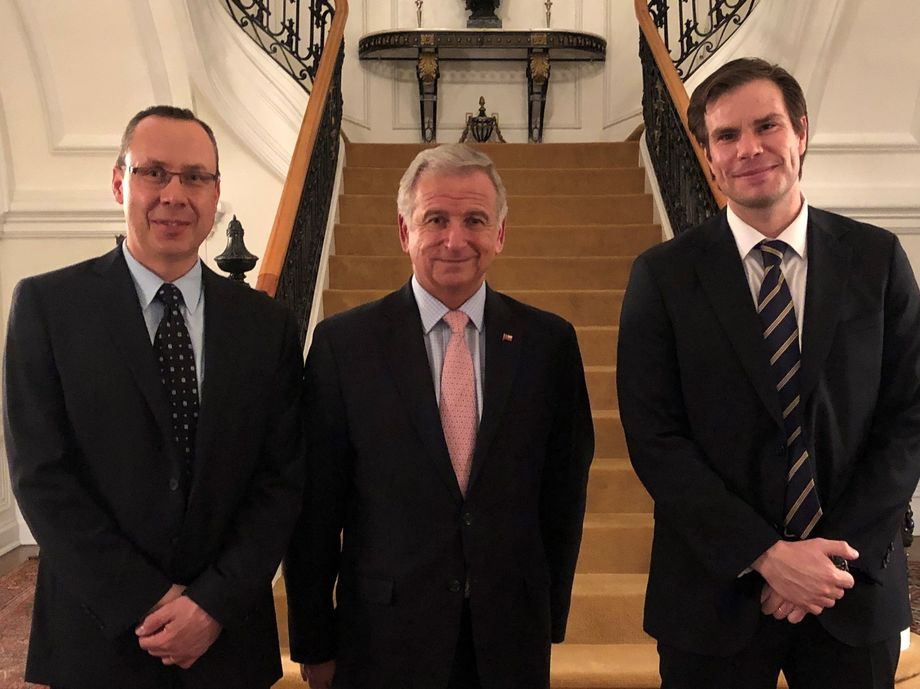 James Griffin, director del CSMC; Felipe Larraín, ministro de Hacienda de Chile; Matías Pinto, agregado comercial en Washington DC de ProChile. Foto: CSMC.