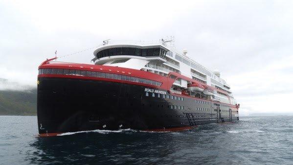 MS «Roald Amundsen» er overlevert til Hurtigruten og har gjennomført sin jomfrutur. Foto: Hurtigruten