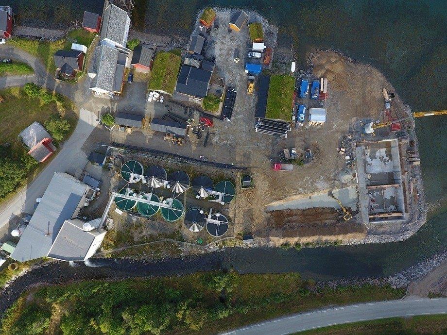 Dronefoto over smoltanlegget. Foto: Astafjord Smolt.
