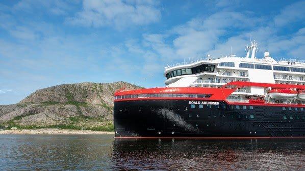 Hurtigrutens nybygde hybridskip blir det første skipet noensinne som døpes i Antarktis. Dåpen skjer senere i høst. Foto: ESPEN MILLS/Hurtigruten