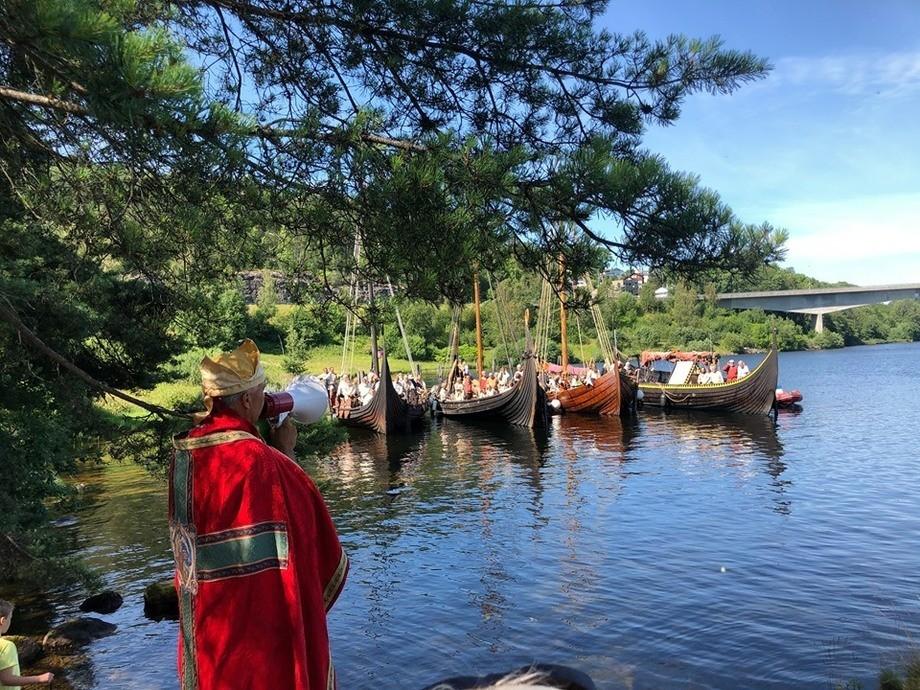 Fire vikingskip har ankret opp i Telemark. Foto: Thor Øistein Eriksen.