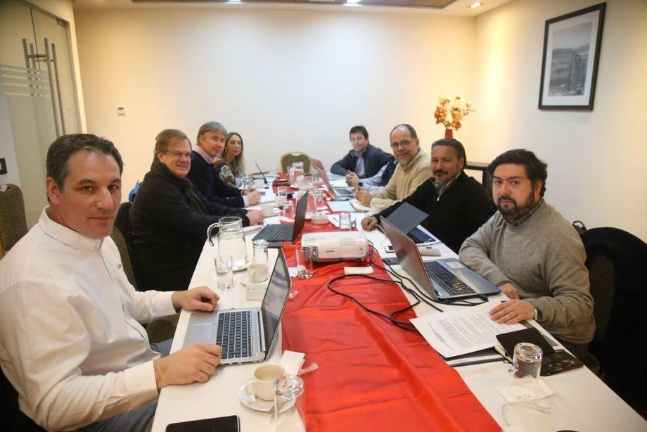 Reunión de directorio de la Asociación de Salmonicultores de Magallanes. Foto: Gentileza de La Prensa Austral.