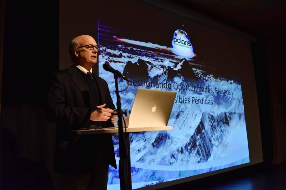Roberto Wilke explicando los pasos a seguir ante una crisis. Foto: Patricio Valenzuela, PSP Soluciones.