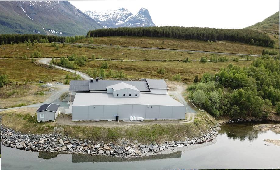 Ved anlegget som ligger i Troms skal selskapet for første gang ta i bruk RAS-teknologi, og det er Billund Aquaculture som står for levering av teknologien. Foto: Elvevoll Setterfisk AS.