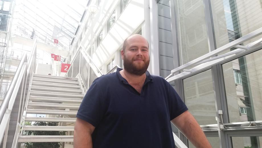Alexander Figenschou er nyutdannet veterinær og er snart på vei til Rørvik for å jobbe hos Midt-Norsk Havbruk. Foto: Harrieth Lundberg.