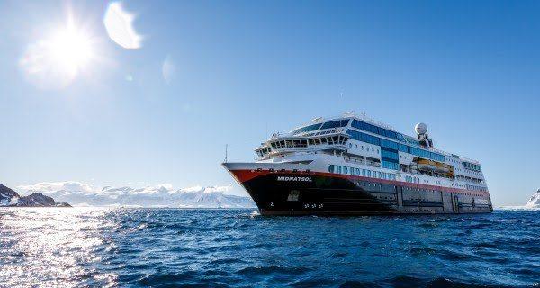 Hurtigruten oppgraderer enda flere skip til hybriddrift, og forvandler tre skip til nye ekspedisjonscruiseskip. MS «Midnatsol» (bildet) blir MS «Eirik Raude». Foto: MAXIMILIAN SCHWARTZ/Hurtigruten