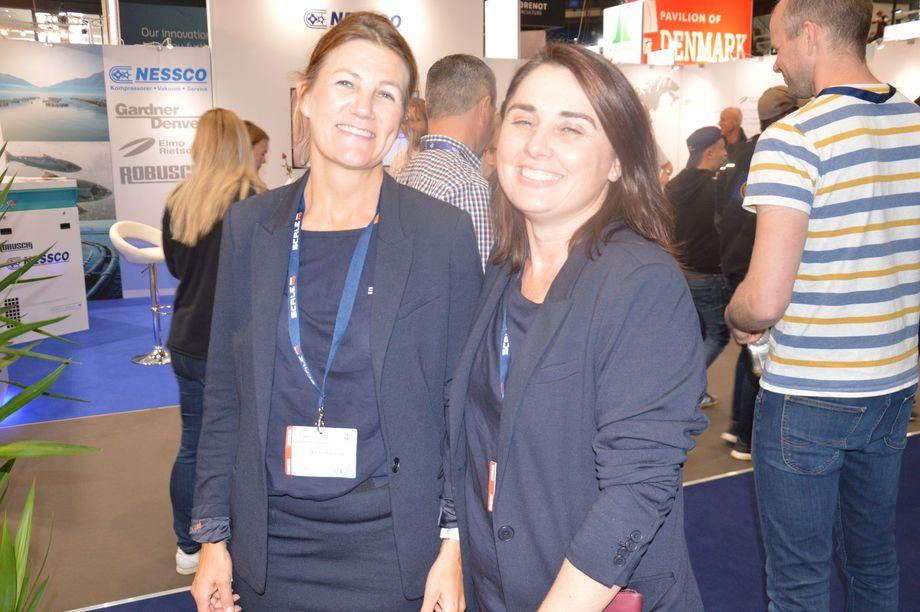 Anita Hårstad og Nicole Wright fra Scale AQ er to av de Kyst.no møtte under en tur rundt om i hallene. Foto: Ole Andreas Drønen