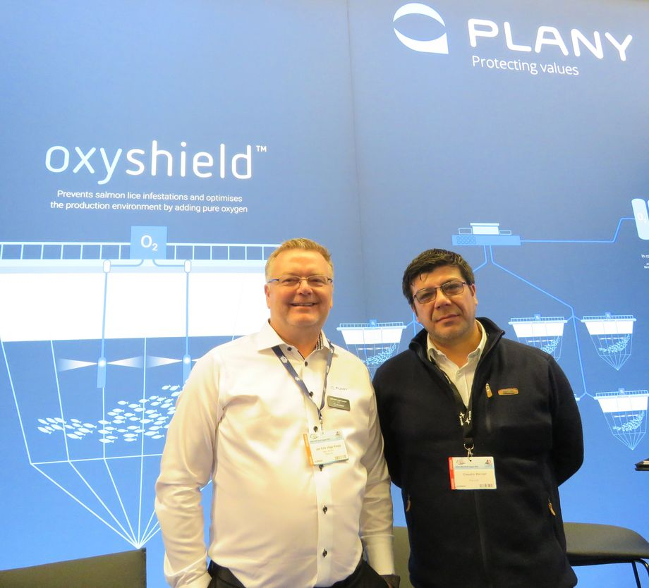 CEO de Plany AS, Jan Erik Våge y gerente general de Luxmeter, Claudio Steiner. Foto: Karla Faundez, Salmonexpert.