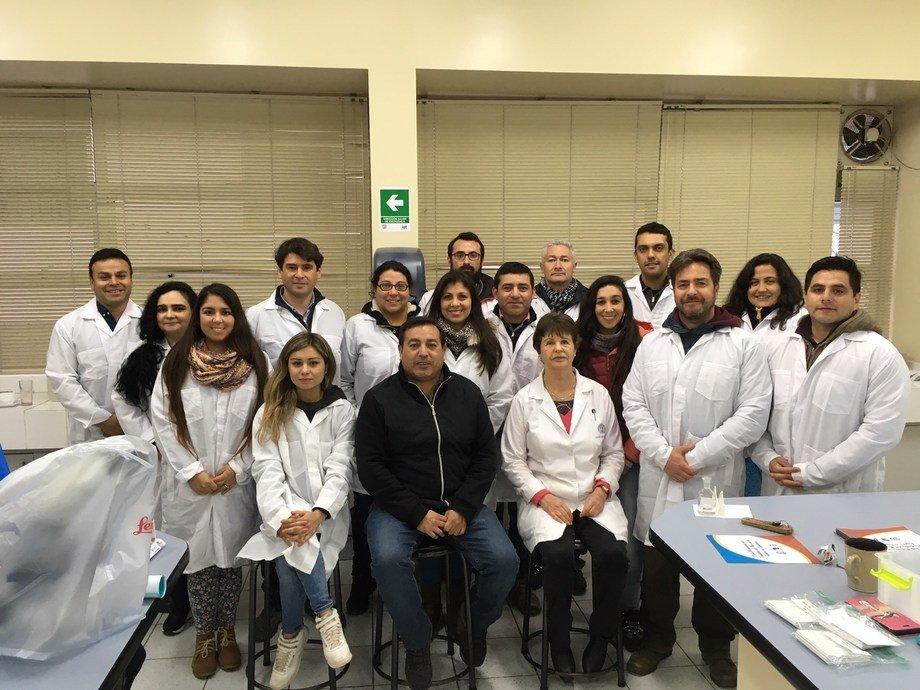 El curso teórico-práctico abordó las principales enfermedades del abalón. Foto: Centro AquaPacífico.